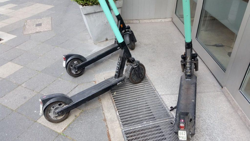 Drei TIER E-Scooter