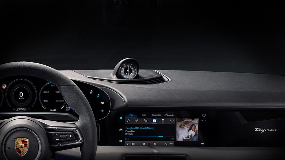 Porsche Taycan Innenraum mit Apple Music