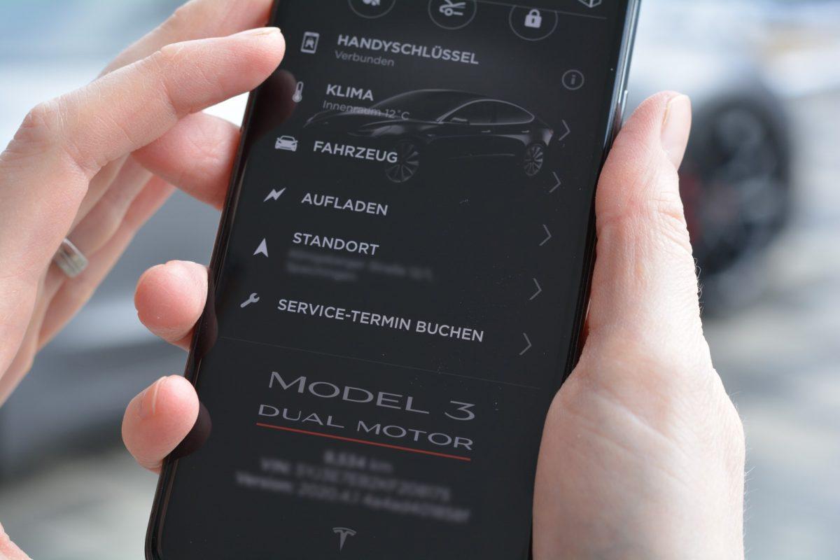 Mittels Tesla App kann man Kontakt zu Tesla aufnehmen